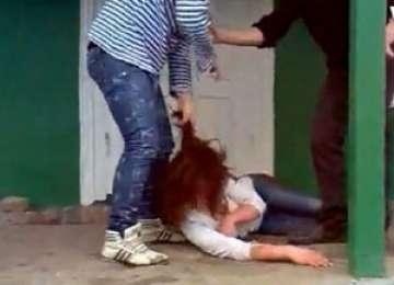 Elevul băimărean care şi-a bătut colega, exmatriculat pentru cinci zile