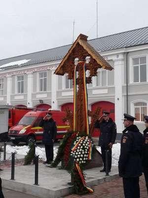 Eroii Revoluției din decembrie 1989 și pompierii trecuți în eternitate au fost comemorați de către personalul ISU Maramureș