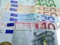 Euro s-a depreciat față de dolar, ajungând la cel mai redus nivel din mai 2006