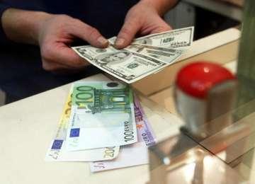Euro scade uşor sub 4,55 lei. Care este evoluția celorlalte valute