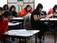 EVALUAREA NAȚIONALĂ - Absolvenții de clasa a VIII-a au avut de rezolvat cerințe pe baza unui fragment dintr-o poezie a Magdei Isanos