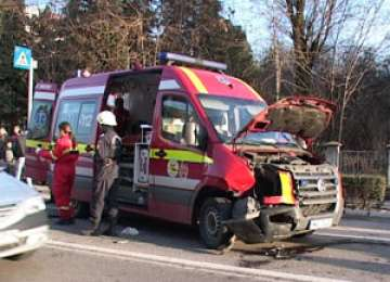 EXCLUSIV SIGHET 247 - VIDEO - Filmare cu accidentul în care a fost implicată ambulanța SMURD din Sighet