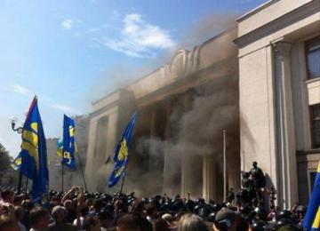 Explozie în fața Parlamentului de la Kiev - 15 persoane au fost rănite
