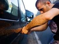 Fără permis, a furat un autoturism şi a provocat un accident