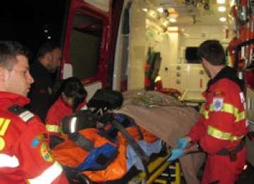 Fără permis, a provocat un accident şi a fugit de la locul faptei, lăsând în maşină un pasager grav rănit