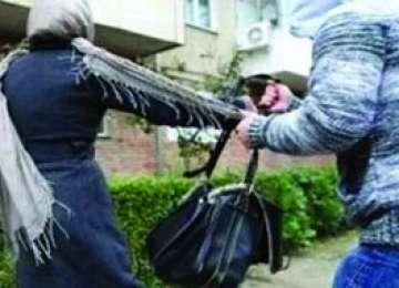 Femeie tâlhărită de doi minori la Baia Mare