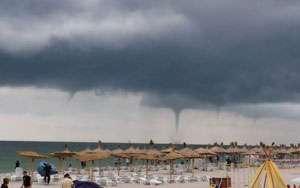VIDEO - Fenomen meteorologic extrem: turiştii au filmat o tornadă la Vama Veche