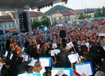 Festivalul PRIMĂVARA BĂIMĂREANĂ - Vama, Vunk şi DJ Project urcă pe scenă în a doua zi a sărbătorii
