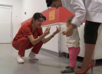 Fetiţa abandonată în Gara Baia Mare și sora ei, preluate în plasament în regim de urgenţă