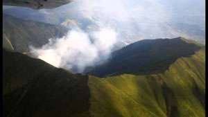 Focare de incendiu reaprinse pe versantul Toroiaga