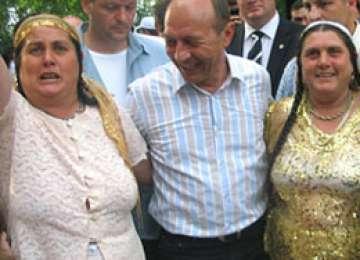 Fostul Președinte, Traian Băsescu, a discriminat romii şi trebuie să plătească amenda dată de CNCD