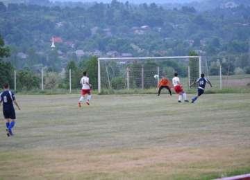FOTBAL, Liga 4 şi Liga 5 – Bradul şi Minaur îşi păstreză locurile din frunte