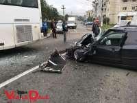 FOTO: ACCIDENT - Impact violent între un autobuz și un autoturism în Baia Sprie