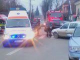 FOTO: ACCIDENT – Trei persoane rănite într-o intersecție din Sighet