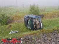 FOTO: ACCIDENT – Un bărbat A ZBURAT CU MAȘINA peste calea ferată pe un câmp între Petrova și Leordina