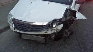 FOTO: ACCIDENT - Un șofer neatent a acroșat un autoturism care circula regulamentar pe str. N. Titulescu din SIGHET