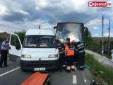 FOTO - Autocarul cu care se întorceau fotbaliştii de la FCM Baia Mare de la Mediaş a fost implicat într-un grav accident rutier
