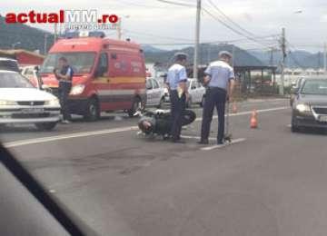 FOTO - BAIA MARE: Un motociclist s-a izbit de o mașină