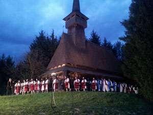 FOTO - Concert de pricesne în Duminica Floriilor la Biserica din Muzeul satului