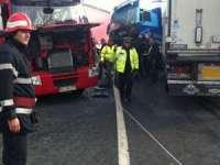 FOTO: Două camioane s-au ciocnit la intrarea în Valea Chioarului. Traficul este blocat