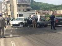 FOTO - Două persoane rănite în urma unui accident de circulație