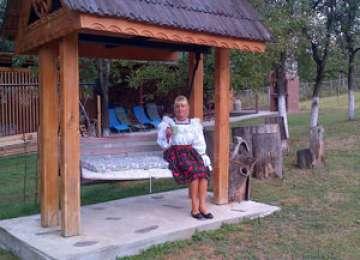 FOTO: Elena Udrea, la Mănăstirea Rohia din Maramureş