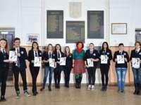 """FOTO - Elevii Colegiului Național """"Dragoș-Vodă"""" l-au omagiat pe Mihai Eminescu într-un mod inedit"""