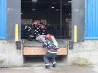 FOTO: Exercițiu de simulare a unui incendiu la o hală