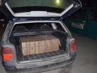 FOTO - Focuri de armă pentru oprirea contrabandiștilor și peste 16.000 pachete cu ţigări confiscate de poliţiştii de frontieră