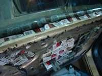 FOTO - Ţigări ascunse între scaunele mașinii, confiscate la Valea Vișeului