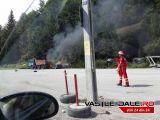 FOTO: INCENDIU la CAVNIC - O mașină a luat foc în parcarea din zona pârtiilor