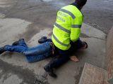 FOTO - Intervenție promptă a Poliției rutiere din Sighet: Polițiștii au urmărit cu mașina și apoi pe jos un tânăr care a fugit de aceștia