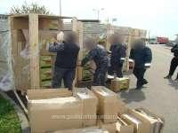 FOTO: ITPF SIGHET - Peste 100.000 de pachete cu ţigări, ascunse într-un TIR ce transporta cărbune