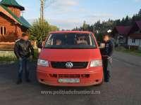 FOTO - Microbuz încărcat cu țigări de contrabandă depistat în trafic de polițiștii de frontieră