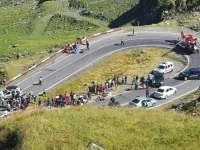 FOTO - Motociclist german, rănit pe Transfăgărăşan. A fost preluat de un elicopter SMURD