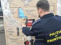 FOTO - Peste 200.000 de pachete cu țigări, ascunse în cutii cu fulgi de ovăz