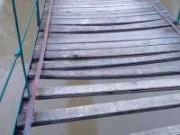 FOTO - Podul peste râul Iza de la Grădina Morii, vandalizat