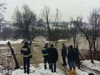 FOTO - Pompierii maramureșeni luptă cu inundațiile