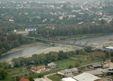 FOTO - Prima etapă de consolidare a podului dintre Sighet și Solotvino s-a încheiat