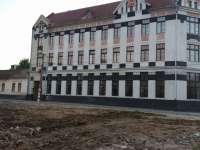 """FOTO - Ruinele clădirii aparținând fabricii Steilmann de lângă C.N. """"Dragoș-Vodă"""" se vor transforma într-o parcare"""