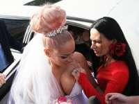 FOTO: Sânziana Buruiană,cu sânii la vedere și în ziua nunții