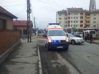FOTO: SIGHET - Bărbat preluat de o ambulanță după ce i s-a făcut rău și s-a prăbușit pe stradă