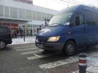 FOTO: SIGHET - Tânără accidentată pe trecerea de pietoni în față la supermarketul Carrefour
