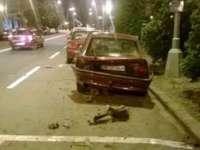 FOTO - Șofer nevinovat, lovit în plin de un șmecheraș băut cu BMW