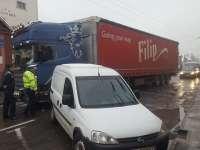 FOTO: Trafic blocat și haos pe str. Gh. Șincai din Sighet după inversarea benzii de circulație cu cea de parcare