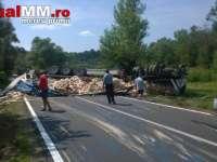 FOTO - Un autotren s-a răsturnat pe DN19 între Teceu Mic și Piatra