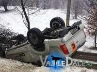 FOTO - Urmările ninsorii: TIR-uri împotmolite pe Gutâi, mașini cu roțile în sus la Cavnic
