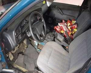 FOTO + VIDEO - 825 de pachete de țigări, ascunse într-un VW Passat modificat special pentru contrabandă
