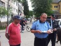 FOTO + VIDEO: ABUZ INCREDIBIL - Hingherii din Sighet au intrat CU FORȚA în apartamentul unei bătrâne să îi ia câinele