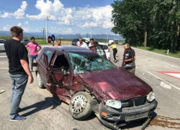 FOTO & VIDEO: ACCIDENT GRAV LÂNGĂ BAIA MARE - Două maşini distruse și trei persoane rănite